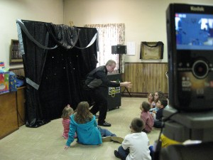 Pennsylvania Magician Eddy Ray Performs Magic Up Close